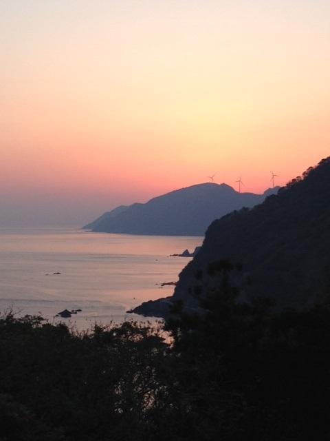 朝焼けと風車-島根