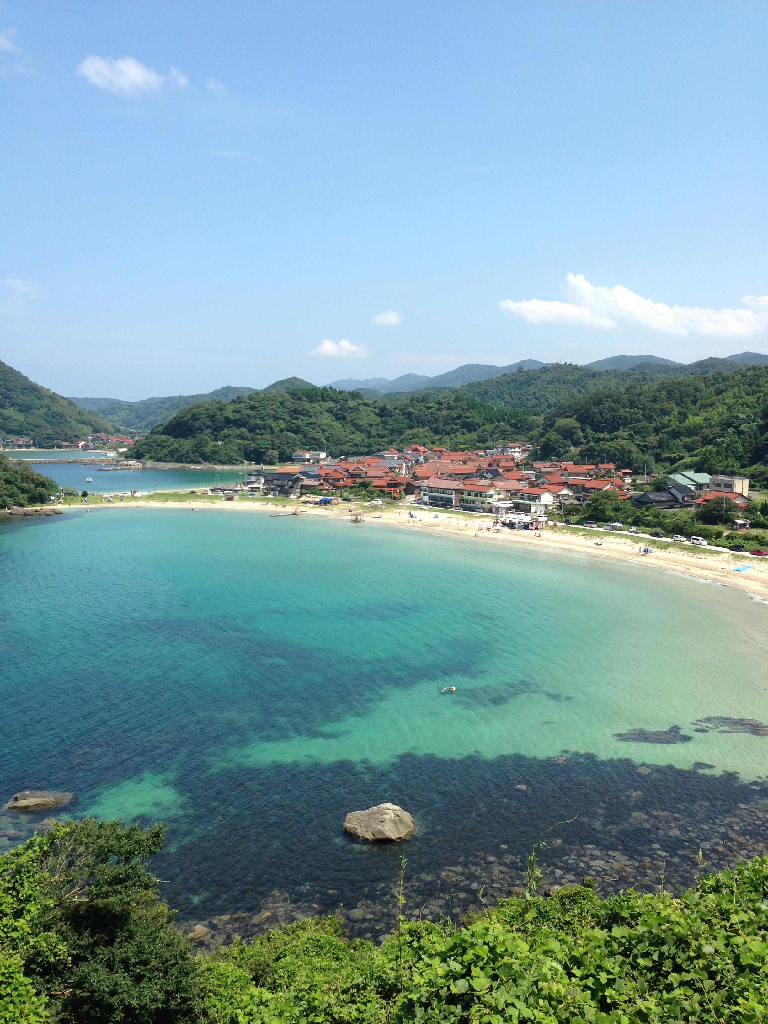 エメラルドグリーン日本海