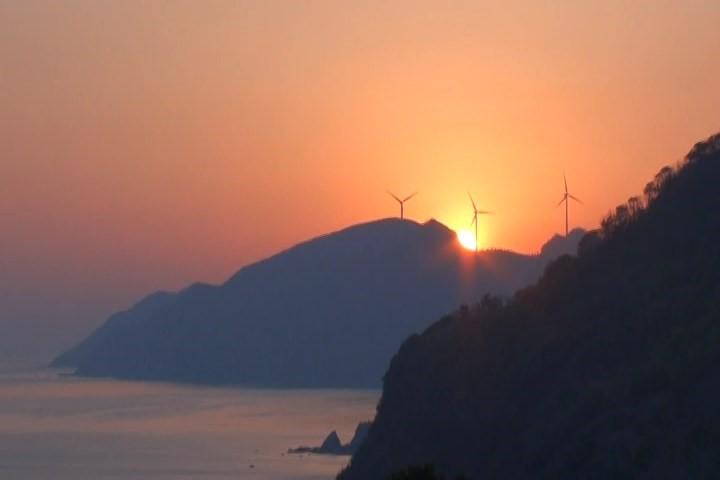 十六島風車、穏やかな日本海の朝焼け